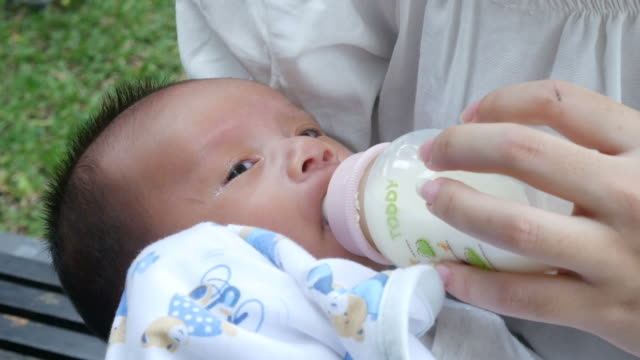 Newborn Bottle Feeding Milk