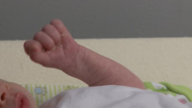 cu, pan, newborn girl, georgia, atlanta, usa - 0 11 mesi video stock e b–roll