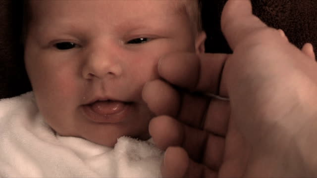 vidéos et rushes de nouveau-né amour (hd, ntsc - anamorphose