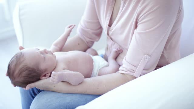 newborn resting on lap - camera dei bambini video stock e b–roll