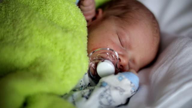 Neugeborene Schlafen