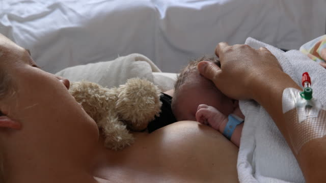 newborn - okänt kön bildbanksvideor och videomaterial från bakom kulisserna