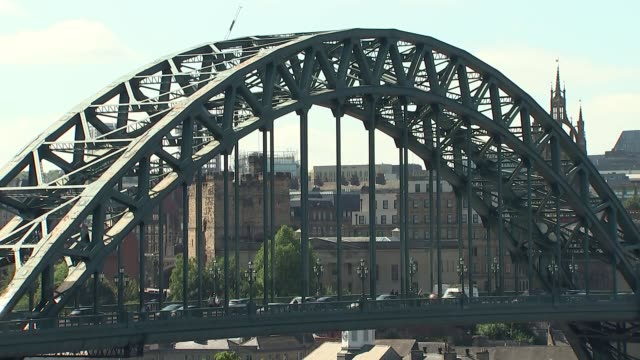 tyne and wear newcastle upon tyne / gateshead ext gvs newcastle upon tyne skyline including tyne bridge - tyne bridge stock videos & royalty-free footage