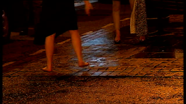 vídeos de stock, filmes e b-roll de newcastleupontyne ext barefoot woman staggering about on the pavement women in street with police van in background two drunk women falling over... - bêbado