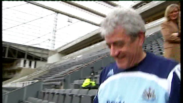 newcastleupontyne st james's park ext kevin keegan along through stands in empty stadium - st. james' park newcastle upon tyne stock videos & royalty-free footage