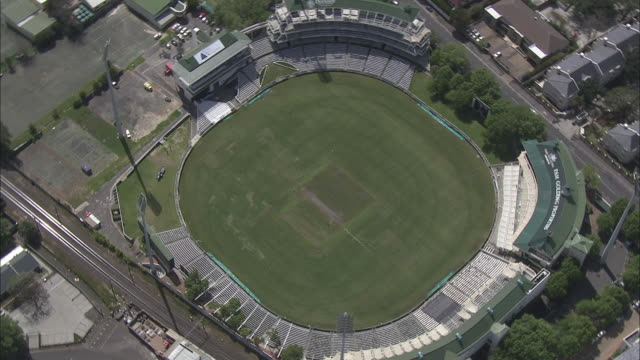 stockvideo's en b-roll-footage met aerial newlands cricket oval, cape town, western cape, south africa  - cricketveld