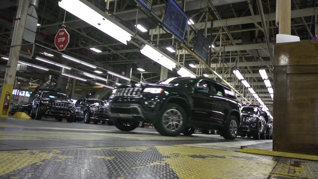 stockvideo's en b-roll-footage met a newly assembled jeep is driven of the assembly line at fiat chrysler automobiles jefferson north assembly plant - chrysler
