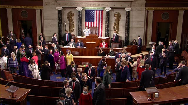 newly elected members of the house of representatives are seen walking in procession as other linger in crowds in the well of the house on opening... - アメリカ合衆国下院点の映像素材/bロール