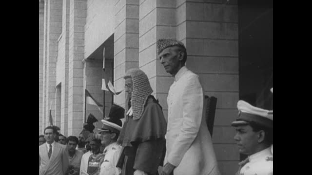 newly formed pakistan celebrates its independence under leader mohammed ali jinnah - 1947年点の映像素材/bロール