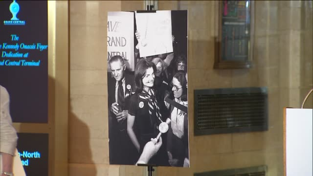 stockvideo's en b-roll-footage met a newly renovated entrance to grand central terminal has been renamed 'the jacqueline kennedy onassis foyer' the former first lady led an historic... - jacqueline kennedy