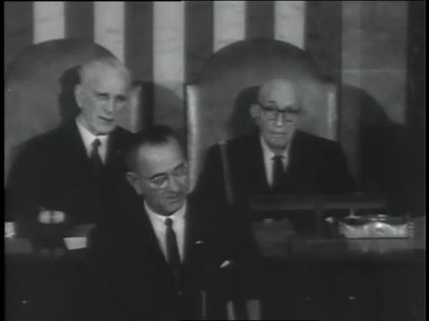"vídeos de stock, filmes e b-roll de newly sworn in u.s. president lyndon b. johnson speaks to a joint session of congress, asking for the help of congress and all americans:  ""i cannot bear this burden alone."" - preto e branco"