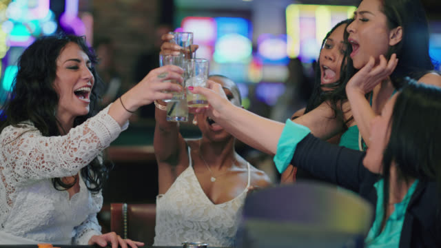 vidéos et rushes de slo mo. newlywed brides and their friends have a celebratory toast to celebrate winning roulette in a las vegas casino after eloping - las vegas