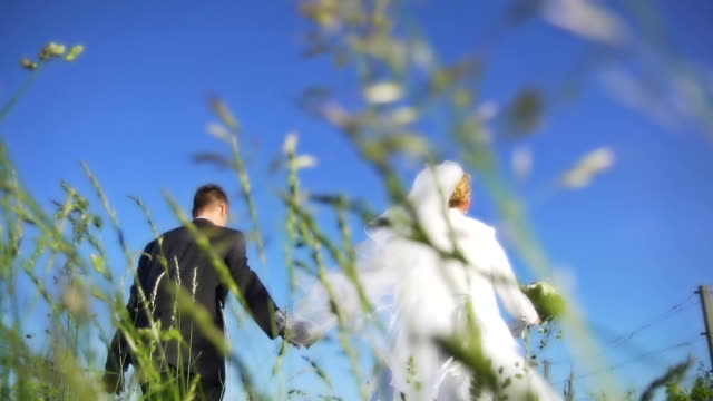 HD SUPER SLOW-MO: Newlywed Running In Grass
