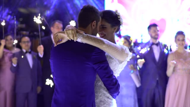vídeos de stock e filmes b-roll de newlyweds dancing waltz on the dance floor - cultura sul americana