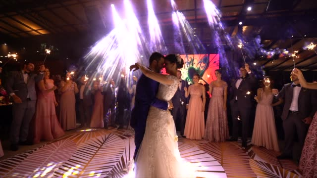 vídeos de stock e filmes b-roll de newlyweds dancing waltz on the dance floor - casamento