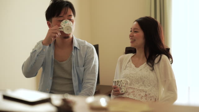 Newlyweds to drink tea in the living room