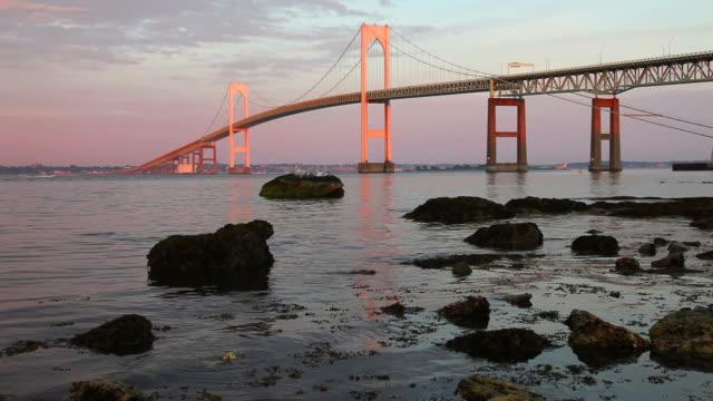vidéos et rushes de newport bridge - rhode island