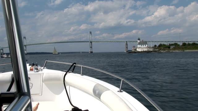 vidéos et rushes de newport, rhode island, de la vue sur le pont du bateau - rhode island