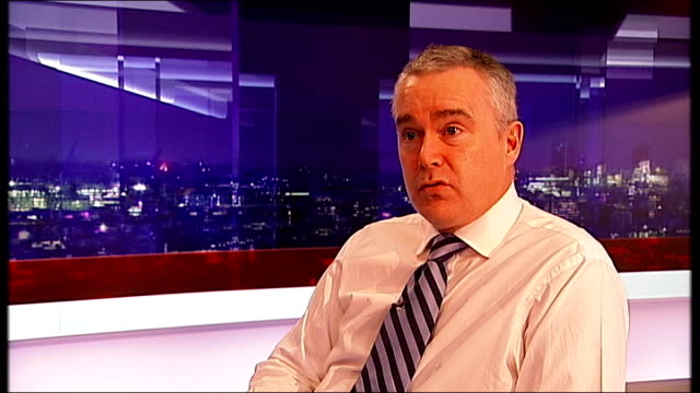 vídeos y material grabado en eventos de stock de news at ten relaunched on itv; huw edwards interview sot general view bbc newsroom peter horrocks interview sot - huw edwards