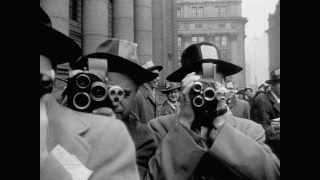 vidéos et rushes de news cameramen cover communist trial in nyc - caméra de cinéma