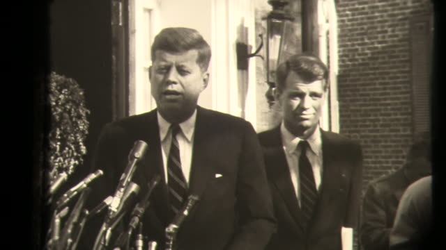 vidéos et rushes de news conference of the steps of the kennedy home in georgetown, washington dc, kennedy announces appointment, then answers question about appointing... - temps réel
