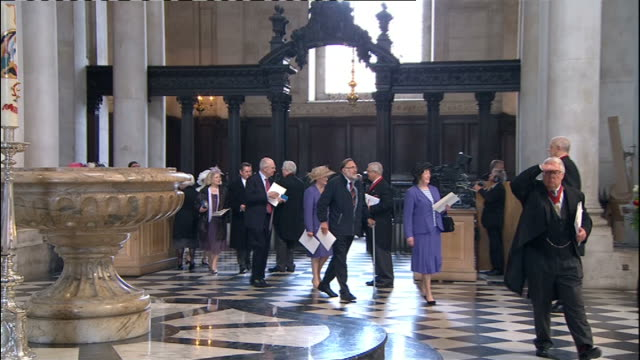 International Clean Feed 0830 0930 EXT Wide shot St Paul's Cathedral as people enter building Crowds INT **Organ music heard SOT** People arriving...