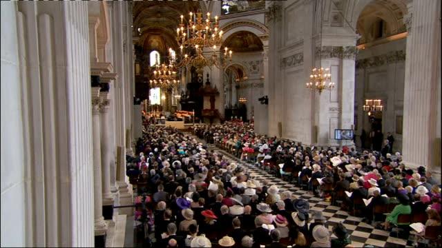 news diamond jubilee special: international clean feed: 1030 - 1130; **choral music over following** various of choir singing hymn **music ends** - choir stock videos & royalty-free footage