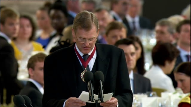 news diamond jubilee special: international clean feed: 1230 - 1330; general views of westminster hall including guests sitting for lunch / thomas... - horse family stock videos & royalty-free footage