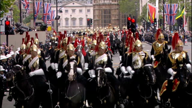 international clean feed 1330 1430 ext general views of queen along to open carriage / queen into carriage followed by camilla and charles of queen's... - carriage stock videos and b-roll footage