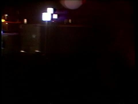 news international dispute day 2:; a) england: london: fleet street: ext gv pickets outside sun building on steps grays inn road: ext pickets outside... - andrew neil bildbanksvideor och videomaterial från bakom kulisserna