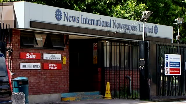 news international headquarters general views; england: london: wapping: ext general views of entrance to news international headquarters building -... - news of the world stock-videos und b-roll-filmmaterial