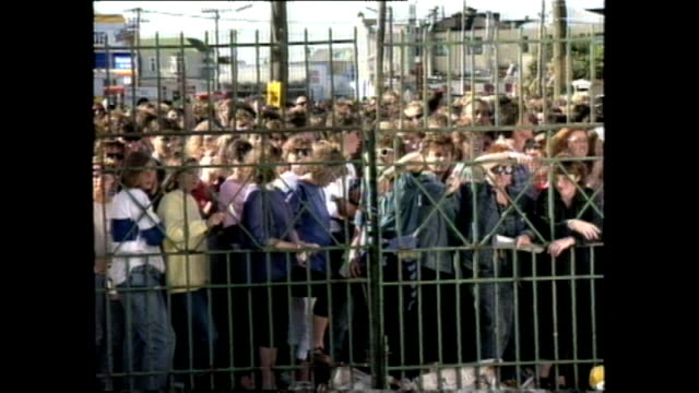 News item about crowd waiting for 1989 U2 concert to begin at Lancaster Park in Christchurch