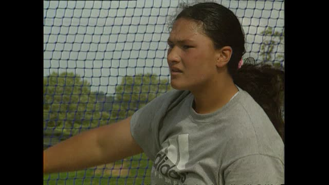 news item featuring 14 year old shot putter valerie adams ahead of the new zealand national secondary schools track and field championships - lanci e salti femminile video stock e b–roll