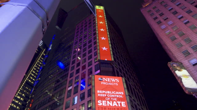 news live broadcast of the us midterm elections via giant electronic billboard screens in times square, broadway & seventh avenue, midtown manhattan,... - live broadcast stock videos & royalty-free footage