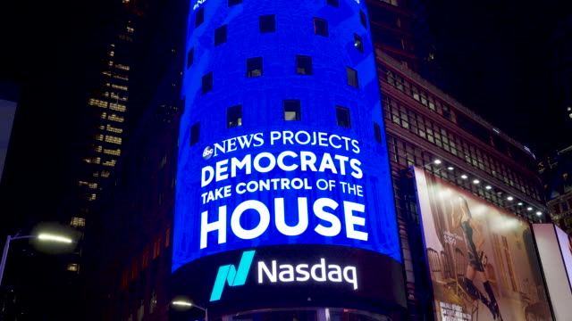 news live broadcast of the us midterm elections via giant electronic billboard screens in times square, broadway & seventh avenue, midtown manhattan,... - billboard stock videos & royalty-free footage