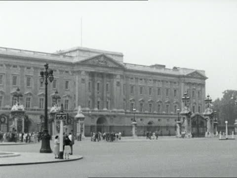 news of the royal baby; london a) england: london: ext buckingham palace bg title - 1950 1959 stock videos & royalty-free footage