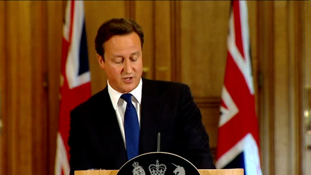andy coulson arrested 10 downing street david cameron press conference sot on the case of rebekah brooks as i've said i don't think it's right for... - レベッカ ブルックス点の映像素材/bロール