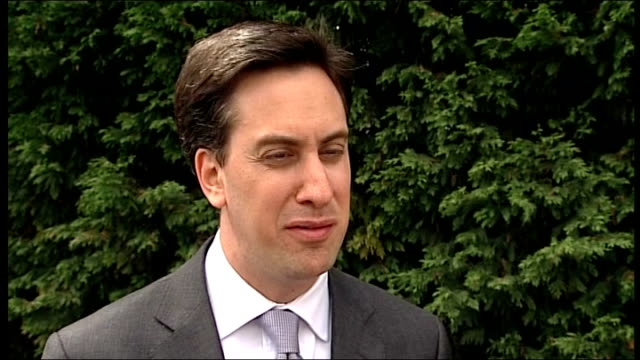 andy coulson arrested yorkshire ext ed miliband along with others and into office building ed miliband mp interview sot i think we saw a prime... - エド ミリバンド点の映像素材/bロール