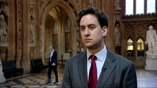 ed miliband interview england london int ed miliband mp interview sot [what do you think the murdochs should be asked] i think what people will want... - エド ミリバンド点の映像素材/bロール