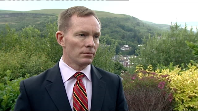 interview with chris bryant mp murdoch has been chucking people overboard in an attempt to keep the ship afloat / people who work in the boiler room... - 舵輪点の映像素材/bロール