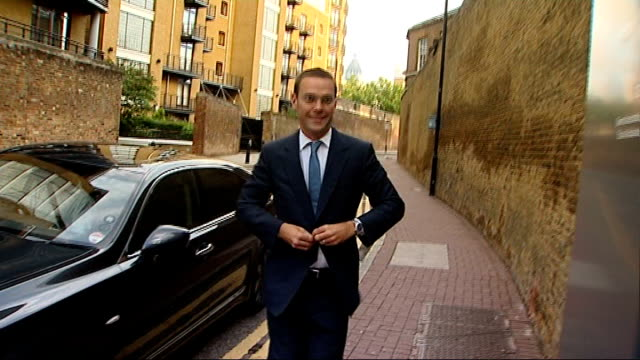 james murdoch select committee evidence challenged london wapping ext james murdoch out of car and towards news international office past press... - editorial stock videos & royalty-free footage