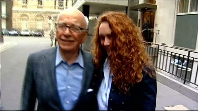 rebekah brooks arrested / fraud office begins preliminary investigation lib london photography ** rupert murdoch along next brooks track - レベッカ ブルックス点の映像素材/bロール
