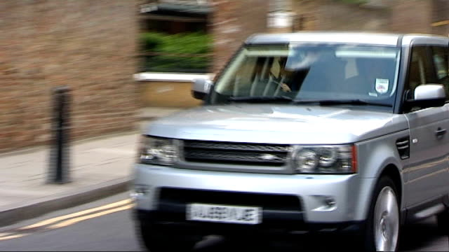stockvideo's en b-roll-footage met news of the world hacking scandal: rupert murdoch to appear before select committee; england: london: ext car driving out of garage and photographers... - verschijning
