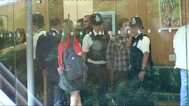 the murdochs and rebekah brooks give evidence to select committee police with arrested protester in lobby of building - レベッカ ブルックス点の映像素材/bロール
