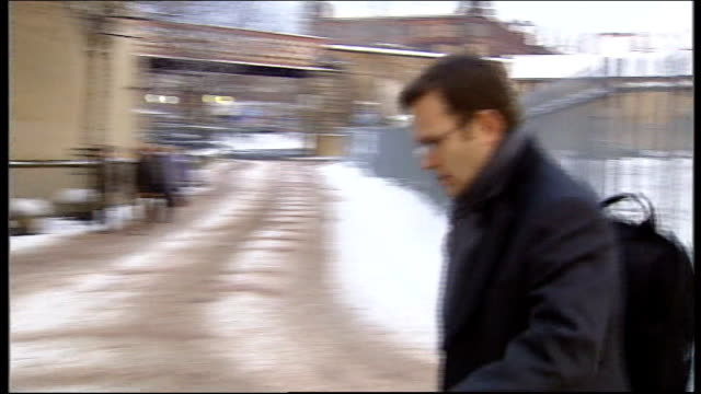 news of the world paper to close lib scotland glasgow ext coulson along to court in snow - ニュースオブザワールド紙点の映像素材/bロール