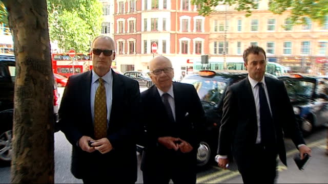 rebekah brooks resigns / rupert murdoch meets with dowler family england london ext rupert murdoch arriving for meeting with the family of murdered... - レベッカ ブルックス点の映像素材/bロール