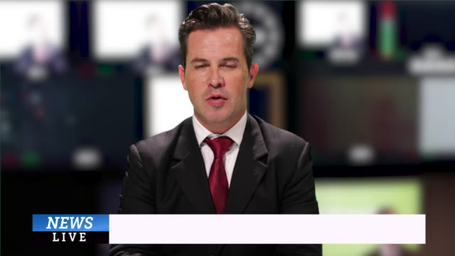 vidéos et rushes de news presenter reading breaking news - se briser
