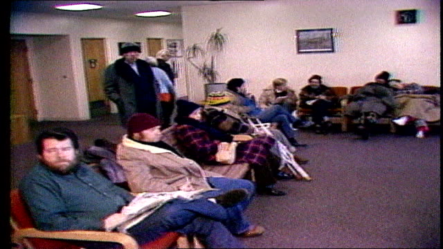 vídeos y material grabado en eventos de stock de news report- chicago's coldest day on record - homeless in warming centers on january 20, 1985 - 1985