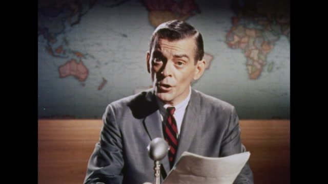 vídeos de stock, filmes e b-roll de 1964 a news reporter updates the public about a ufo - ufo