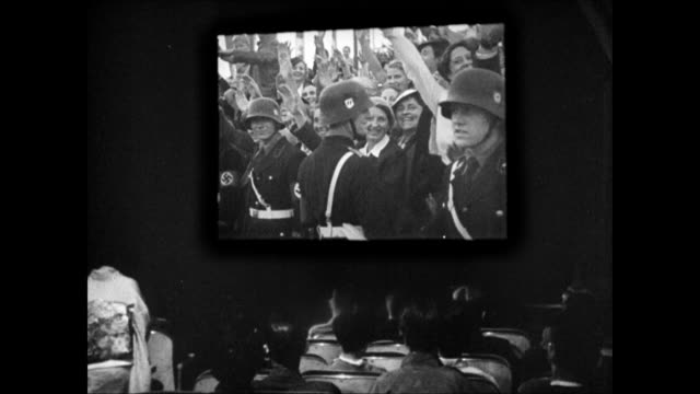 ws 'news' theatre int ws screen of german nazi footage italy's benito mussolini talking w/ adolf hitler riding in car nazi salute rally - ベニート ムッソリーニ点の映像素材/bロール